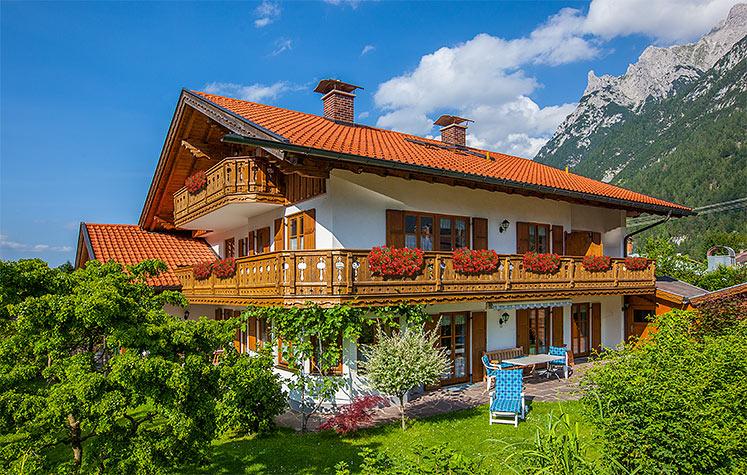 herzlich willkommen bei ferienwohnungen haus brigitta in mittenwald oberbayern 2 gemuetliche. Black Bedroom Furniture Sets. Home Design Ideas